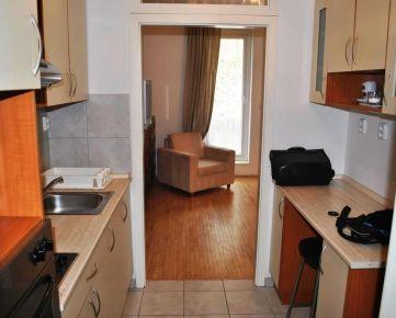 Ponúkame na prenájom plne zariadený 1-izbový byt s balkónom v novostavbe na Zámockej ulici v obľúbenej lokalite pri Bratislavskom hrade