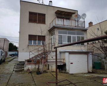 Direct Real - REZERVOVANÉ Poschodový rodinný dom s pozemkom 816 m2 na ulici Nemocničná..