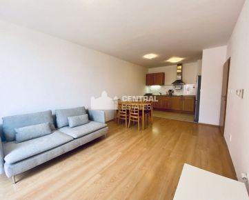 Príjemný 2i byt v novostavbe s balkónom a parkovaním na prenájom v Karlovej Vsi