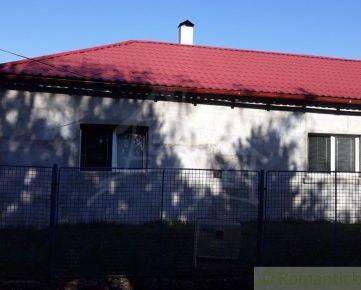 Dom oproti parku v Dedinke