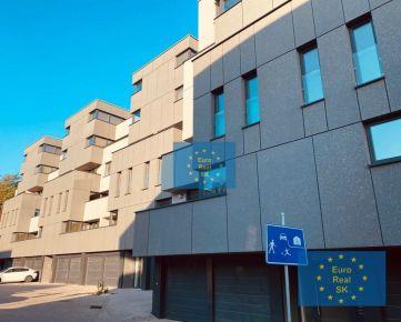 Prenájom nového 3 izb. bytu v KE - Florianska ul., 66m2 + 8 m2 terasa, zariadený, parkovanie,