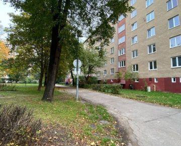 Na prenájom 2 izbový byt + balkón, ul. Beckovská Trenčín