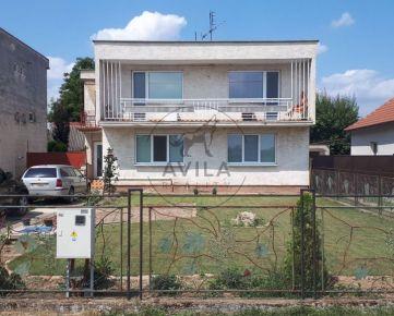 Na predaj väčší dvojgeneračný rodinný dom v Dubovanoch