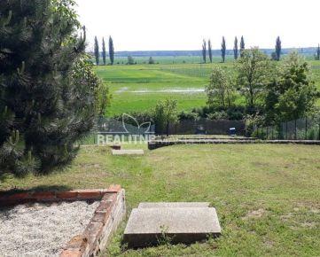 Chalupa pri Bratislave s veľkým pozemkom