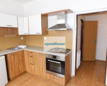 Priestranný slnečný 1-izbový zrekonštruovaný tehlový byt blízko centra (za Istropolisom), k dispozícii ihneď