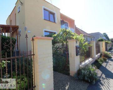 Na predaj rodinný dom s 2 bytovými jednotkami v Miloslavove