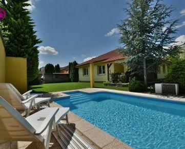 4i dom, 132 m2 – ALŽBETIN DVOR: pozemok 730 m2, nadštandardný dom s krásnou záhradou s altánkom a bazénom,