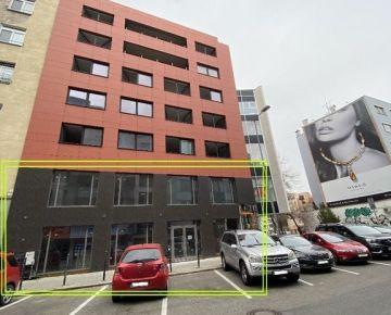 Ponúkame na prenájom veľký obchodný priestor s výkladom, 216m2 - v úplnom centre Bratislavy na Dunajskej ulici
