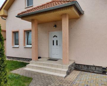 Pozastavený predaj!Na predaj 2 rodinné domy, 3 garsónky Nitra - Drážovce