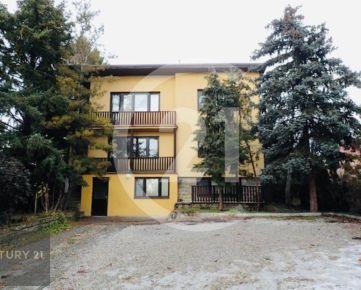 Prenájom dom Nitra, Jelenecká rozdelený na 3 samostatné byty, SKVELÁ POLOHA