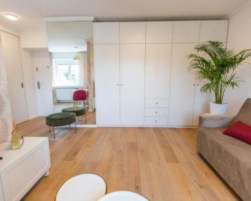 OBHLIADKA MOŽNÁ! Zariadený novo zrekonštruovaný 1-izb. byt, cca 30 m² +3 m² pivnica, 1. posch./4, 470,- €/mes. vrátane spotreby E a služieb, na Pluhovej ul. v Novom Meste, v lokalite oproti OC Polus