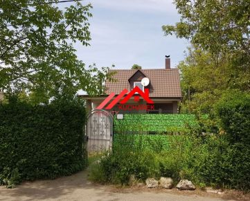 Kucharek-real : Ponúka rekreačnej chaty pri Vajnorskom jazere. Na celoročné bývanie