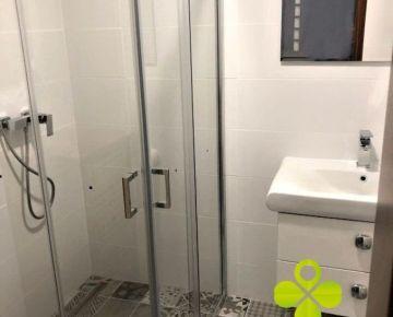 Novostavba LUX – 2 izb byt s garážovým státím, kompl.zariadený