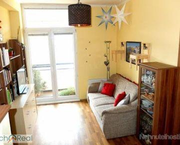 Slnečný 2 izbový byt s loggiou v Krasňanoch