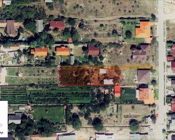 TRNAVA REALITY - rozľahlý stavebný pozemok na tichej ulici v centre obce Miloslavov - Miloslava