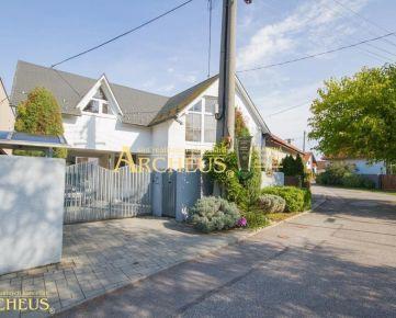 Na predaj dvojgeneračný rodinný dom, krásna záhrada, Lozorno