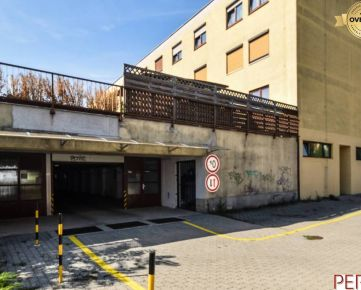Garáž v parkovacom dome na Hlaváčikovej ulici