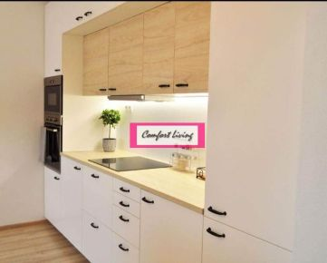 COMFORT LIVING ponúka - KOMPLETNE NADŠTANDARDNE zrekonštruovaný byt s veľkou loggiou, NOVÉ ROZVODY ELEKTRIKY A VODY, Východná orientácia s výhľadom na zeleň, VSTAVANÉ SPOTREBIČE vrátane umývačky riadu