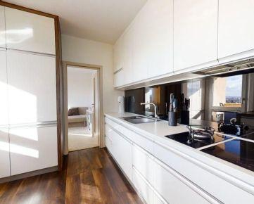 REZERVOVANĚ - vkusný 3 izbový byt po rekonštrukcii - VIDEOOBHLIADKA