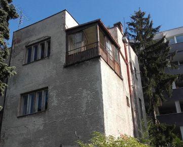 KRAMÁRE : Predaj 3 podlažnej tehlovej budovy na dobrom mieste