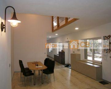 Novostavba. Predaj veľkometrážneho rodinného domu v historickej časti Pezinka, časť Cajla