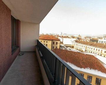 ATRAKTÍVNA NOVOSTAVBA 2 izb. bytu v CENTRE mesta s lodžiou, pekným výhľadom a vnútorným PARKOVANÍM