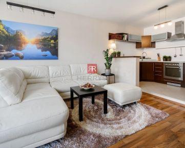 HERRYS - Na predaj priestranný 2 izbový byt s loggiou a parkingom v tichej lokalite v Rovinke