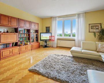 HERRYS - Na predaj veľkometrážny 5 izbový autentický staromestský byt s výhľadom na Medickú záhradu spolu s parkovaním