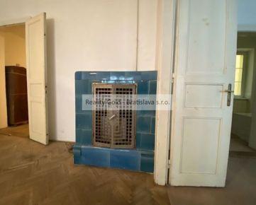 4,5 izbový STARÉ MESTO - 143 m2  - MARIÁNSKA - c e n t r u m !!