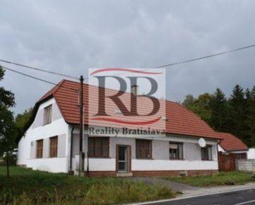 Rodinný dom s komerčným priestorom v Javorci blízko Sobotišťa