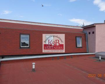 Ponúkame Vám na predaj polyfunkčný objekt v historickom centre mesta Trenčín.