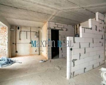 MAXFIN REAL - Byt na rekonštrukciu v centre NR, SA, TT... platba CASH!