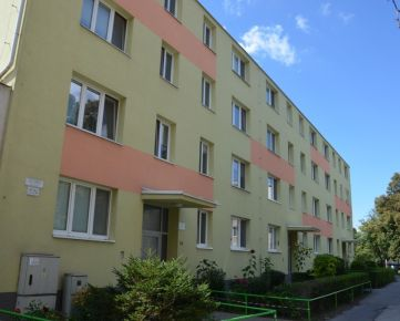 3izbový byt, BA-Podunajské Biskupice, tehla, 2/3 posch., 76m2, pôvodný stav, možnosť dokúpiť garáž za domom