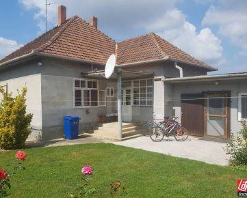 Direct Real - REZERVOVANÉ Exkluzívne v DR. Rodinný dom s krásnym pozemkom 1526 m2. Kúpou voľný.