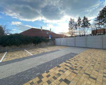 Parkovacie miesto za rampou, Sv. Cyrila a Matoda, Piešťany