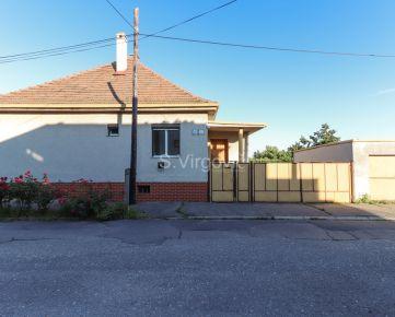 REZERVOVANÝ -  na predaj rodinný dom na 6á pozemku s garážou v lukratívnej časti Pezinka, Gogoľova ul.