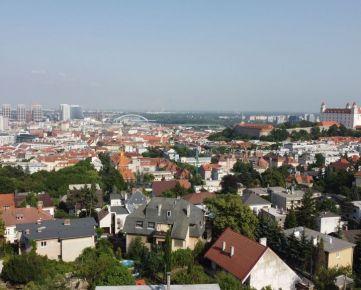 Jedinečný 4i byt na Hausbergu s panoramatickým výhľadom; krb, garáž