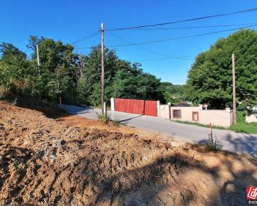 Direct Real - REZERVOVANÉ Zaujímavá ponuka! Na predaj veľký, slnečný pozemok o rozlohe 21,18 á - v mestkej časti Kynek