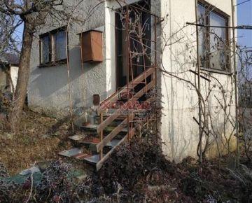 Na predaj záhrada s chatkou v Lučenci.
