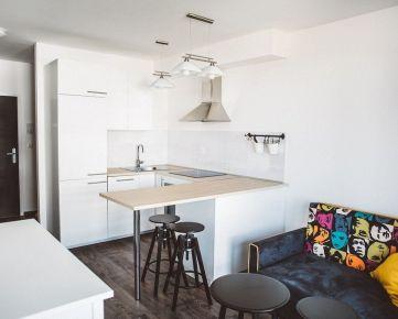 Na prenájom nový zariadený 1,5 izbový byt s balkónom, garážou, Arboria, Trnava