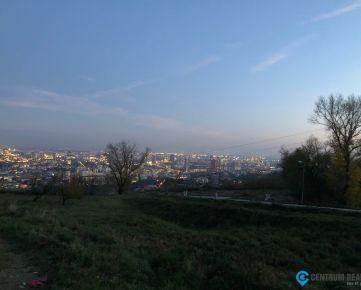 Stavebný pozemok 717 m2 - Nové Mesto - Ahoj Briežky