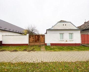 FOX - rodinný dom v pôvodnom stave * Abrahám * rozmer pozemku 761 m2