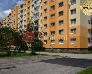 KÚPA: Prerobený 4-izbový byt s balkónom , Vlčince - ul. Zvolenská, ZA