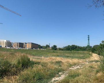 Priestranný pozemok v Ružinove