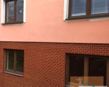 ZNÍŽENÁ CENA!!! Rodinný dom s obchodným priestorom a dvojgarážou vo Vrakuni, Hradská ulica