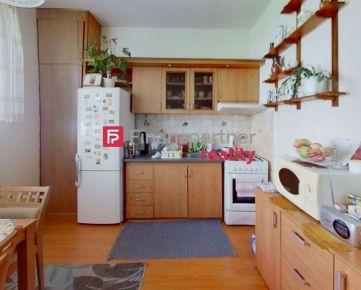 Šikovný  veľký 1-izbový  zrekonštruovaný byt na vyššom prízemí (F122-111-ANM)