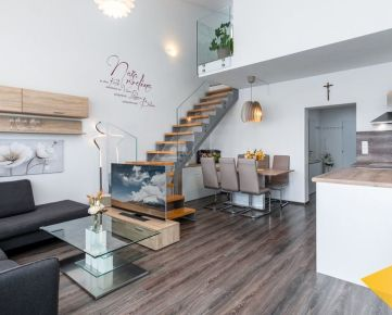 PREDAJ: moderný 3 izbový mezonet, Vysoká pri Morave