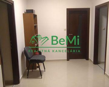 Na prenájom veľký 3-izbový byt 100 m2 Banská Bystrica (ID-479-213-ZUS)