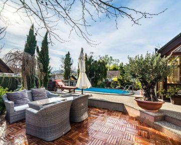 PROMINENT REAL predá 6 izbový rodinný dom s bazénom v obci Limbach.