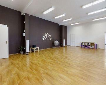 Nadštandardné priestory 355m2 (6 kancelárii+zázemie), Mickiewiczova ul., absolútne centrum, 1.posch